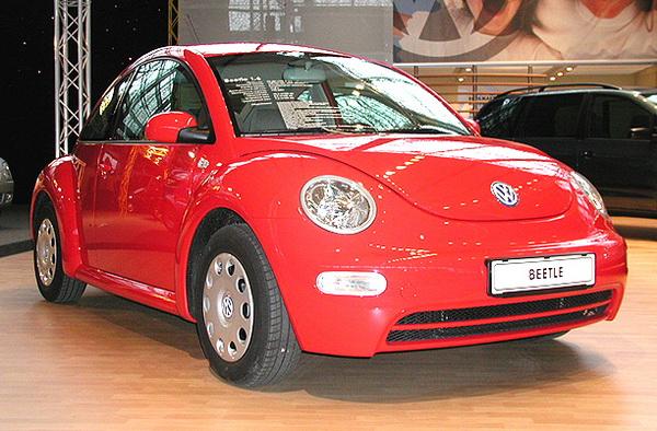 Красный Volkswagen BEETLE