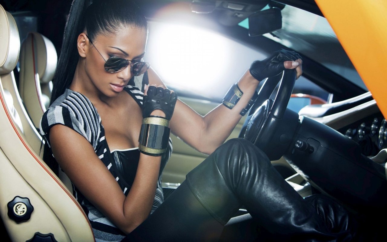 Красивое фото девушка около машины