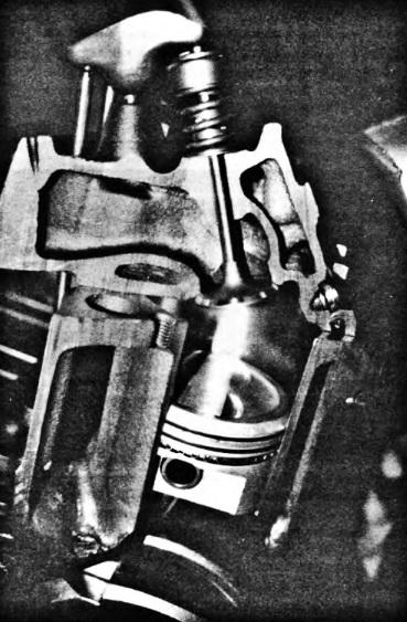 Разрез двигателя с верхним расположением клапанов