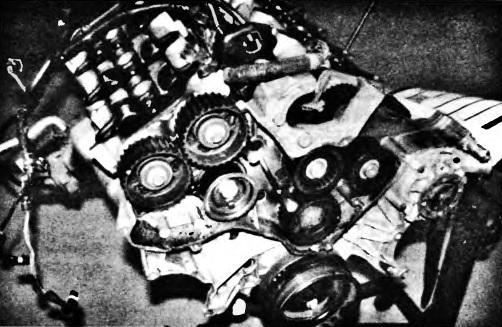 Внешний вид V образного шестицилиндрового двигателя