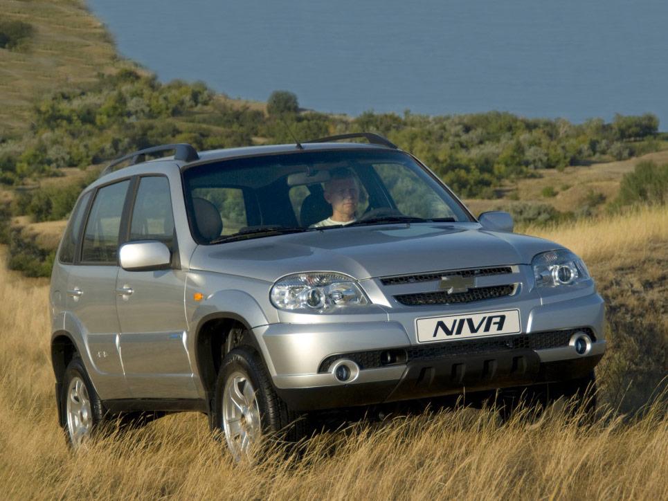 Chevrolet Niva спереди