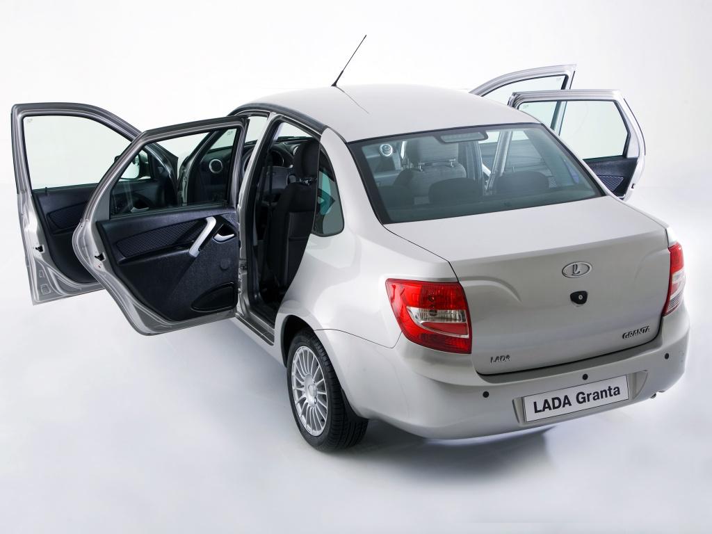 Lada Granta с открытыми дверями