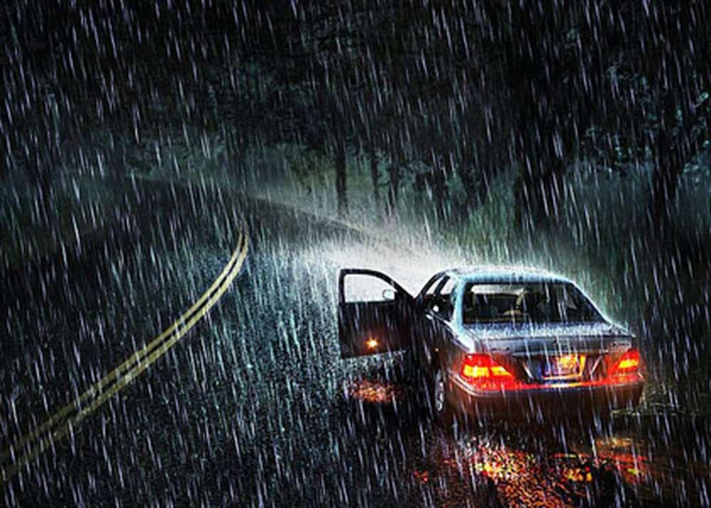 Автомобиль в дождь